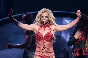 Britney Spears sparks frenzy with toned physique in beach bikini snap