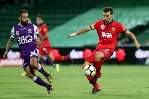 Reds punish struggling Glory in Perth