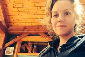 Pregnant Hilarie Burton Wears Black at Home While Watching the Golden Globes