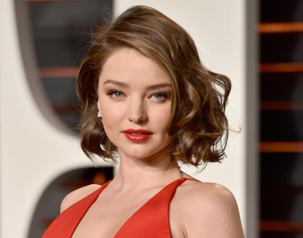 Slide 22 of 27: BEVERLY HILLS, CA - FEBRUARY 28: Model Miranda Kerr attends the 2016 Vanity Fair Oscar Party Hosted By Graydon Carter at the Wallis Annenberg Center for the Performing Arts on February 28, 2016 in Beverly Hills, California. (Photo by Pascal Le Segretain/Getty Images)