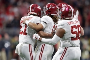 A benched Jalen Hurts was the first to congratulate new QB Tua Tagovailoa on his TD pass