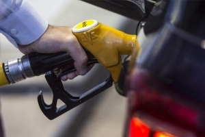 Fill up now: RACQ warns fuel prices to jump by 20 cents per litre in 'blink of an eye'