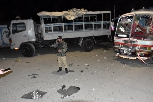 Seven killed, 23 injured in Pakistan blast aimed at police truck