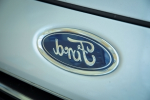 Ford Prepares for Food Delivery in Era When Diners Talk to Cars