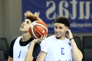 LaMelo Ball immediately proves he's the star of his Lithuanian team