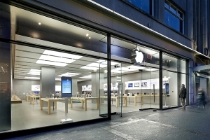 Smoking iPhone battery forces Apple store evacuation