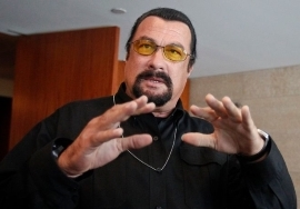 Actor Steven Seagal faces a new accusation of rape after former film extra, Regina Simons, speaks out against him.