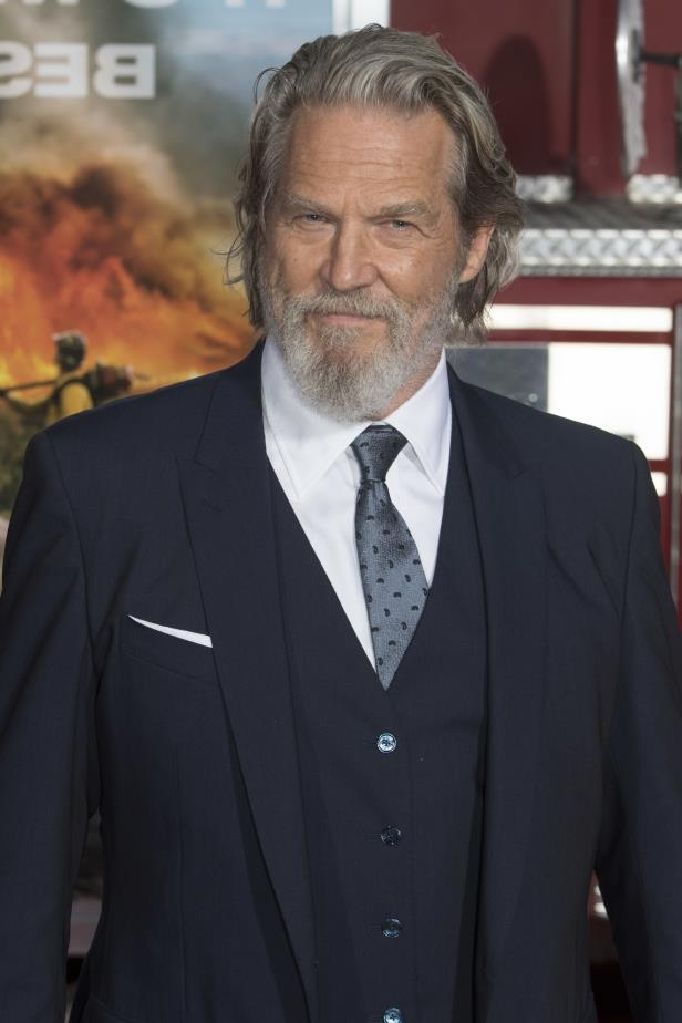 Jeff Bridges wearing a suit and tie: Jeff Bridges attends the world premiere of 'Only The Brave' in Los Angeles on Oct. 8, 2017.