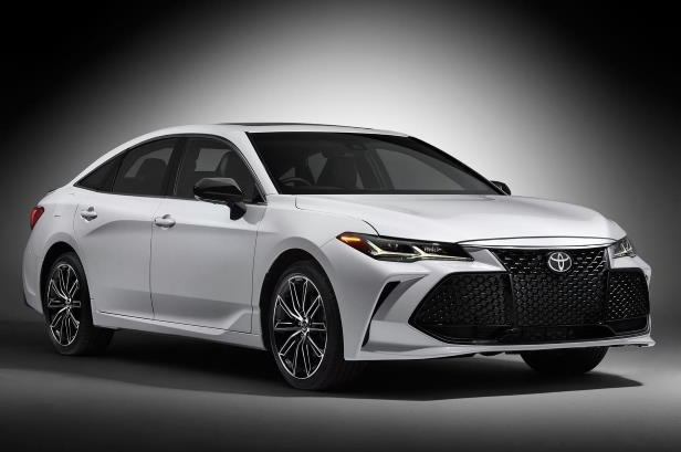 Slide 15 of 88: 2019-Toyota-Avalon-Touring-front-side-view-in-studio.jpg