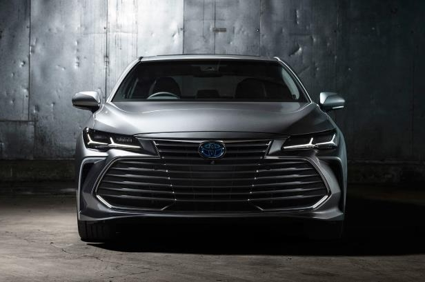 Slide 36 of 88: 2019-Toyota-Avalon-Limited-Hybrid-front-view.jpg