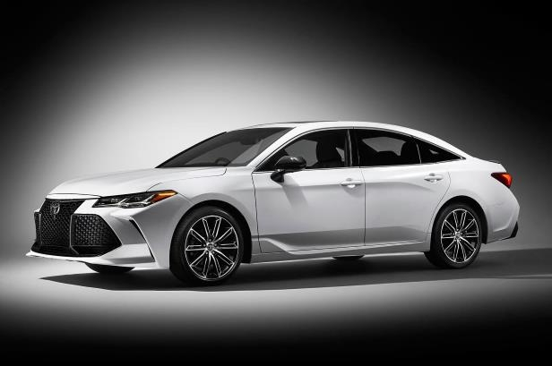 Slide 51 of 88: 2019 Toyota Avalon Touring side front view