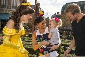 The One Phrase Disney Theme Park Characters Aren't Allowed to Say