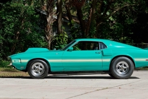 World's largest collector car auction takes place in Florida