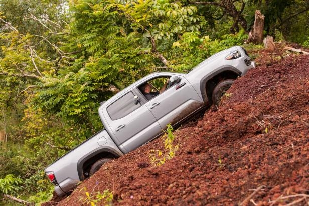 Slide 37 of 87: 2017-Toyota-Tacoma-4x4-TRD-Pro-side-uphill-03.jpg