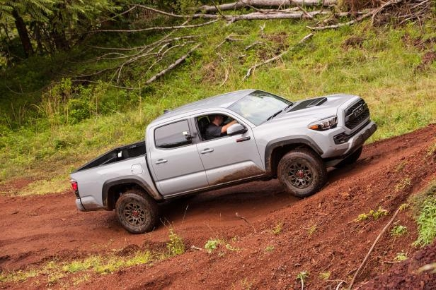 Slide 47 of 87: 2017-Toyota-Tacoma-4x4-TRD-Pro-front-three-quarter-side-uphill.jpg