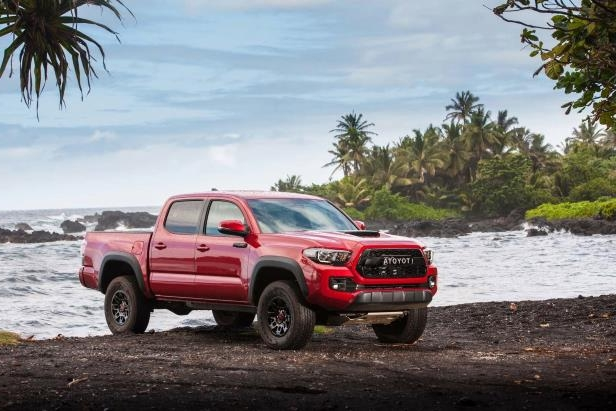 Slide 78 of 87: 2017-Toyota-Tacoma-4x4-TRD-Pro-front-three-quarter-10.jpg