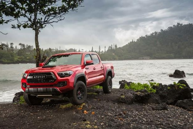 Slide 80 of 87: 2017-Toyota-Tacoma-4x4-TRD-Pro-front-three-quarter-08.jpg