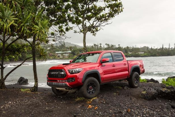 Slide 81 of 87: 2017-Toyota-Tacoma-4x4-TRD-Pro-front-three-quarter-07.jpg