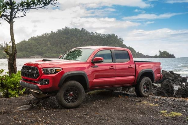 Slide 82 of 87: 2017-Toyota-Tacoma-4x4-TRD-Pro-front-three-quarter-06.jpg