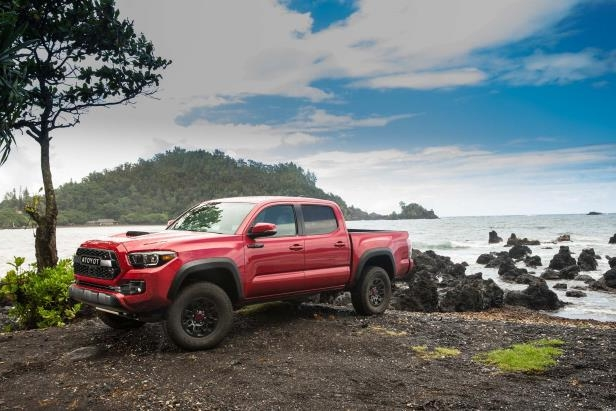 Slide 83 of 87: 2017-Toyota-Tacoma-4x4-TRD-Pro-front-three-quarter-05.jpg