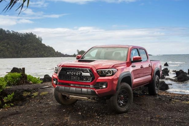 Slide 84 of 87: 2017-Toyota-Tacoma-4x4-TRD-Pro-front-three-quarter-04.jpg