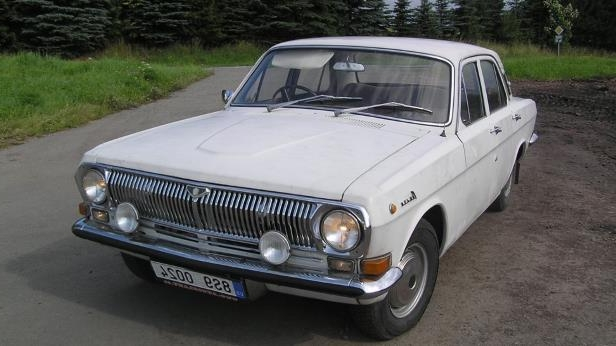 Slide 15 of 22: GAZ-24_-Volga-_in_Czech_Republic.jpg
