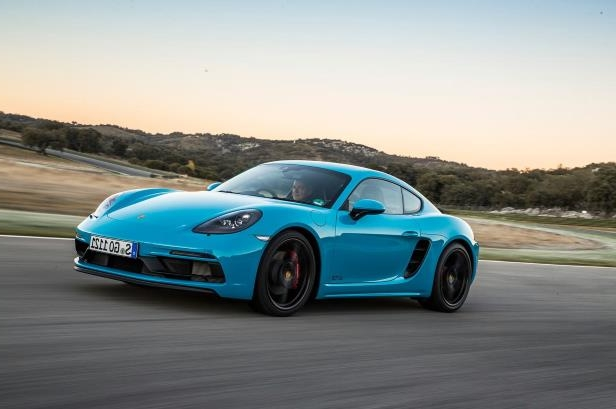 Slide 10 of 104: 2018 Porsche 718 Cayman GTS front side in motion 01