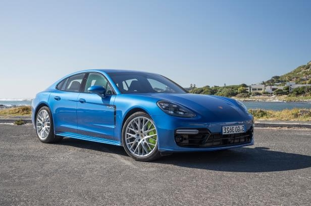 Slide 64 of 93: 2018-Porsche-Panamera-4-E-Hybrid-front-three-quarter-03.jpg