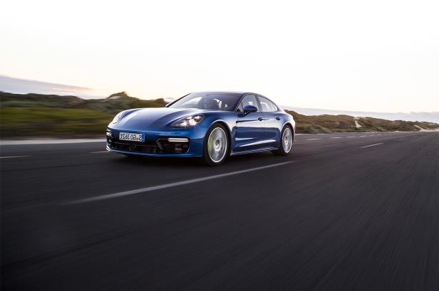 Slide 67 of 93: 2018-Porsche-Panamera-4-E-Hybrid-front-three-quarter-in-motion-02.jpg