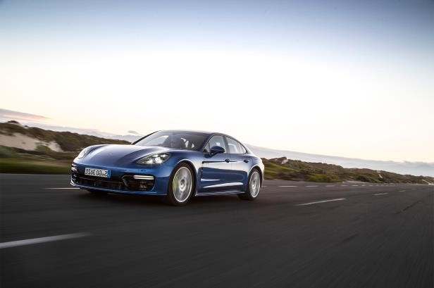 Slide 68 of 93: 2018-Porsche-Panamera-4-E-Hybrid-front-three-quarter-in-motion-03.jpg