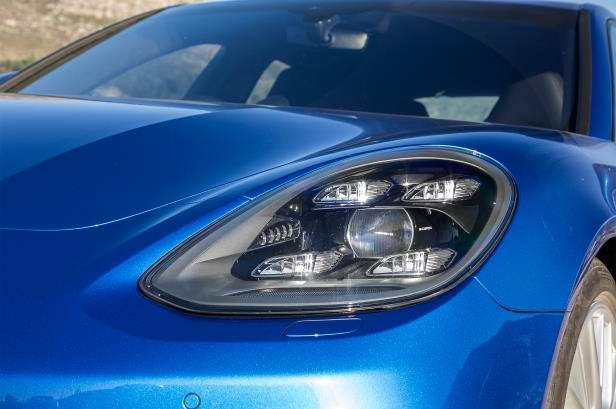 Slide 70 of 93: 2018-Porsche-Panamera-4-E-Hybrid-headlamp.jpg
