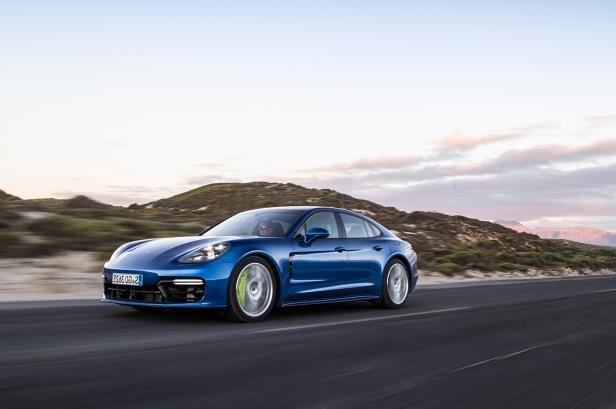 Slide 71 of 93: 2018-Porsche-Panamera-4-E-Hybrid-front-three-quarter-in-motion-06.jpg