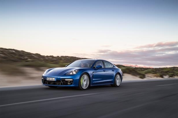 Slide 76 of 93: 2018-Porsche-Panamera-4-E-Hybrid-front-three-quarter-in-motion-05.jpg
