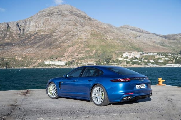 Slide 81 of 93: 2018-Porsche-Panamera-4-E-Hybrid-rear-three-quarter-04.jpg