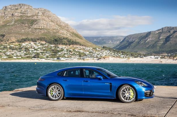 Slide 83 of 93: 2018-Porsche-Panamera-4-E-Hybrid-side-profile-02.jpg