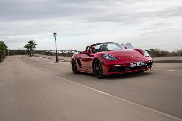 Slide 84 of 104: 2018-Porsche-718-Boxster-GTS-front-three-quarter-in-motion-08.jpg