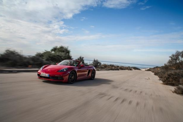 Slide 85 of 104: 2018-Porsche-718-Boxster-GTS-front-three-quarter-in-motion-07.jpg