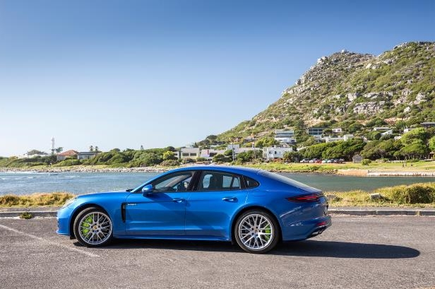 Slide 88 of 93: 2018-Porsche-Panamera-4-E-Hybrid-side-profile-01.jpg