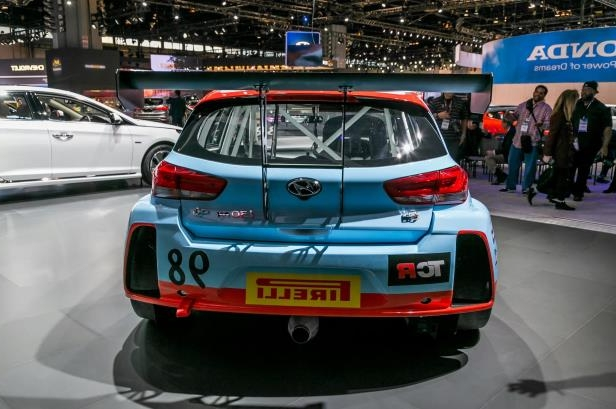 Slide 37 of 70: 2018-Hyundai-i30-N-TCR-Racecar-rear-01.jpg