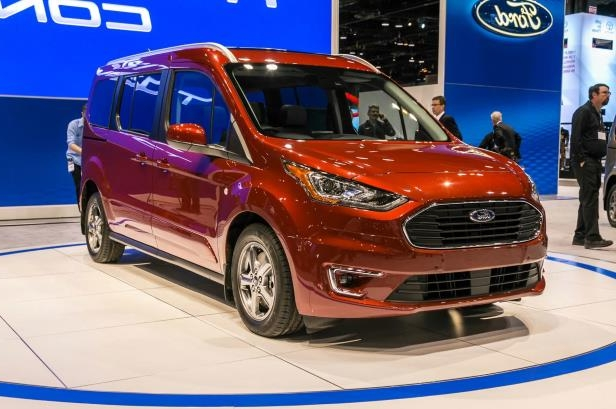 Slide 59 of 70: 2019 Ford Transit Connect Wagon front side view