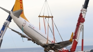 Crane saves plane from cliff edge