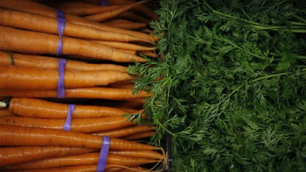 Carrots are displayed for sale inside a Kroger Co. grocery store in Louisville, Kentucky, U.S., on Wednesday, June 14, 2017. Kroger Co. is scheduled to release earnings on June 15.: Inside A Kroger Co. Store Ahead Of Earnings Figures