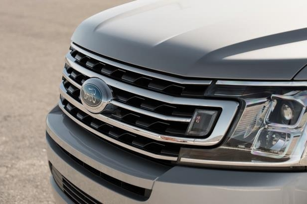 Slide 68 of 184: 2018-Ford-Expedition-XLT-4x4-FX4-grille.jpg