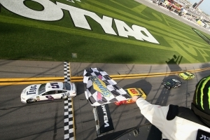 Daytona 500 picks: In predicting 2018 race, might as well throw dice