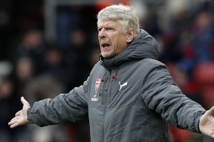 Wenger 'not worried' about Arsenal future with silverware in his sights