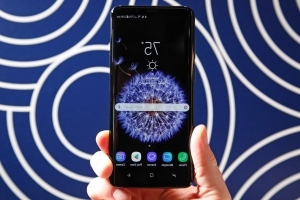 5 ways Samsung's new Galaxy S9 is better than the iPhone X