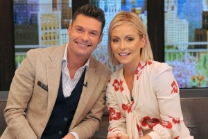 Kelly Ripa defends Ryan Seacrest on 'Live': 'I know what a professional, great person you are'