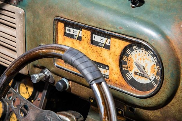 Slide 24 of 39: 1949-ford-f3-pickup-gauge-cluster.jpg