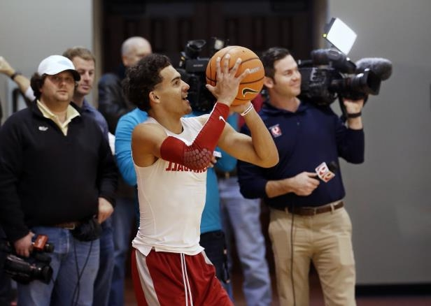 2cfc65439c79 Sport  Oklahoma freshman Trae Young revels in role of hometown hero ...