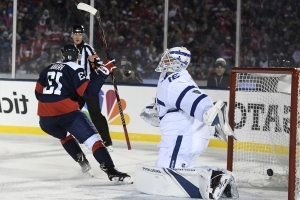 Capitals light up Leafs, lights go out for outdoor game at Navy
